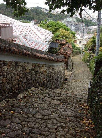 金城石畳道から那覇の街を一望するIMG_2385