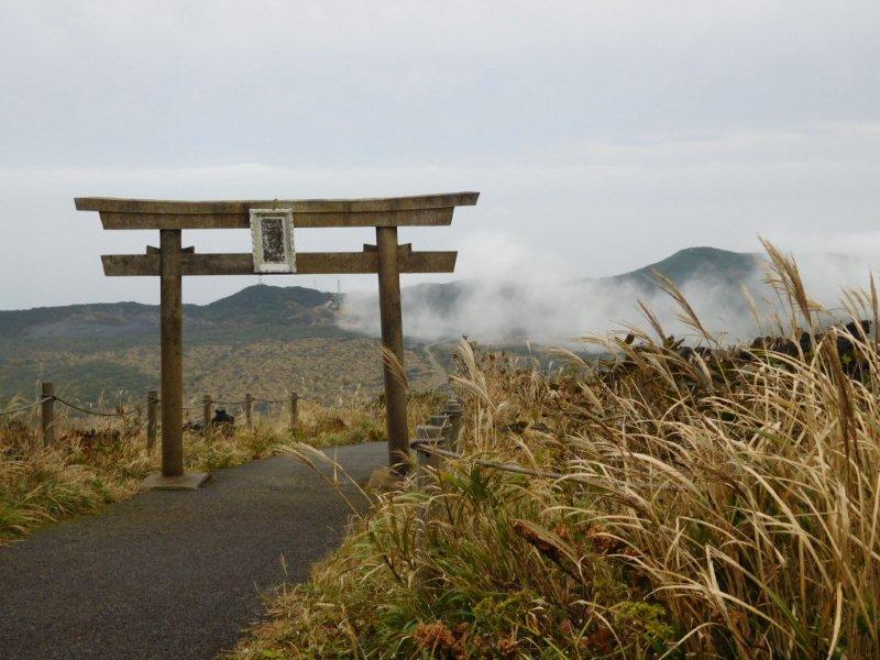 伊豆大島 三原山遊歩道 三原神社の鳥居