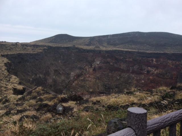伊豆大島 三原山火口見学道